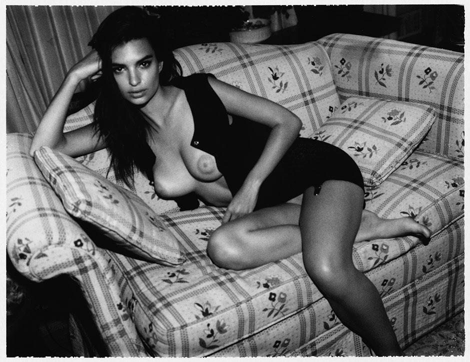 Emily-Ratajkowski-by-Jonathan-Leder-Polaroids-NSFW-Nude-07