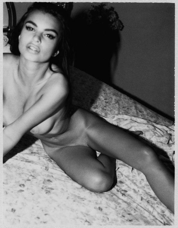 Emily-Ratajkowski-by-Jonathan-Leder-Polaroids-NSFW-Nude-11