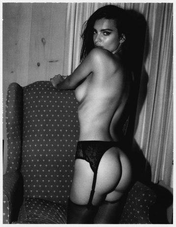 Emily-Ratajkowski-by-Jonathan-Leder-Polaroids-NSFW-Nude-13