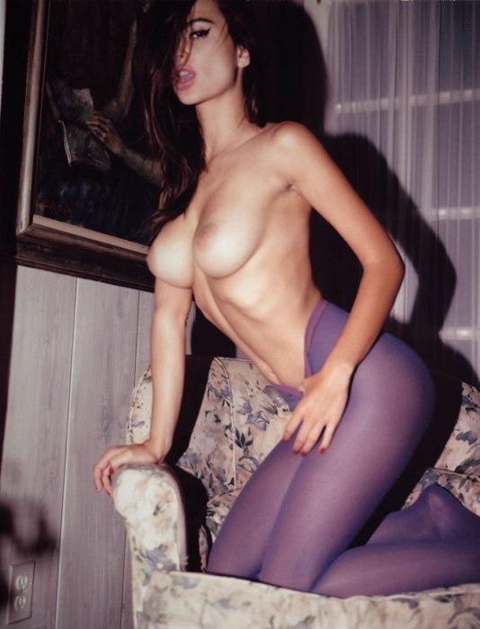Emily-Ratajkowski-by-Jonathan-Leder-Polaroids-NSFW-Nude-17