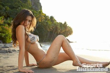 Emily-Ratajkowski-for-Sports-Illustrated-Swimsuit-Edition-2014xf